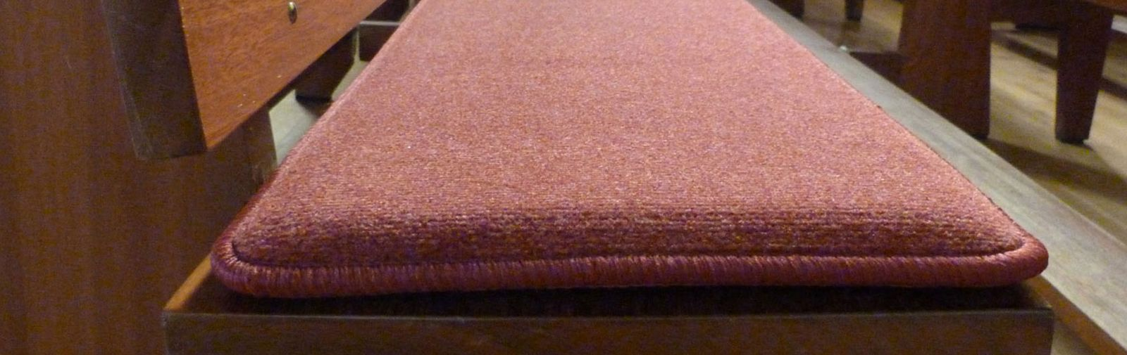 banc d'église coussin Samtplush Classic code couleur 1127 couleur brun rougeâtre